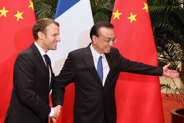 Le président Macron avec le Premier ministre chinois Li Keqiang le 9 janvier 2018.