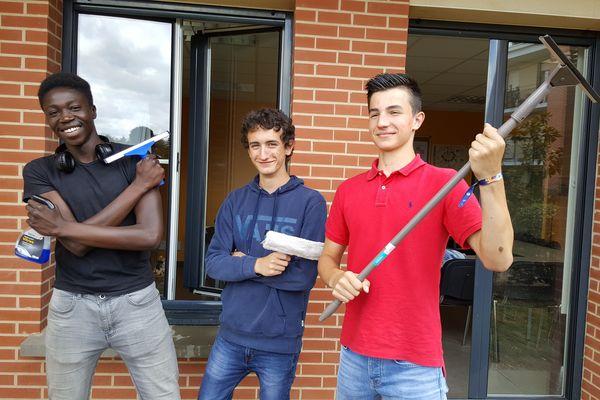 Yannick, Tristan et Matheo de la Coopérative jeunesse de services peuvent même laver vos vitres !