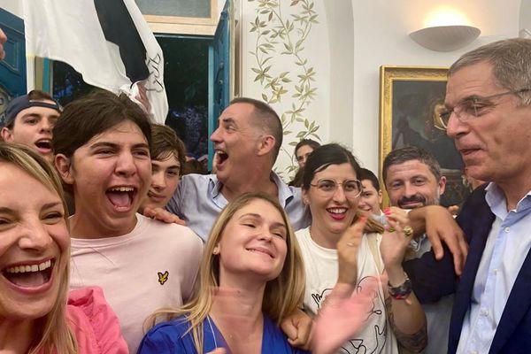 """La liste """"Fà populu inseme"""" et ses soutiens célèbre sa victoire au bureau centralisateur de Bastia."""