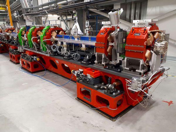 Le futur accélérateur d'électrons. On distingue les aimants couleur cuivre qui contraignent les particules à rester groupées.