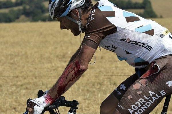 Jean-Christophe Péraud a été victime d'une lourde chute lors de la 13e étape du Tour de France vendredi 17 juillet 2015.