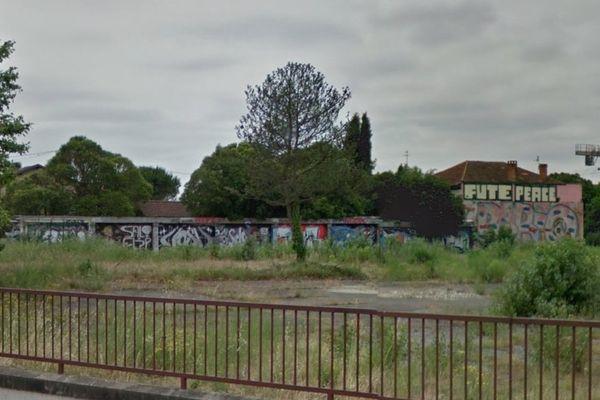 Le terrain pollué de plus de 15.000 m2 où Vinci veut construire immeubles, crèches et espaces verts
