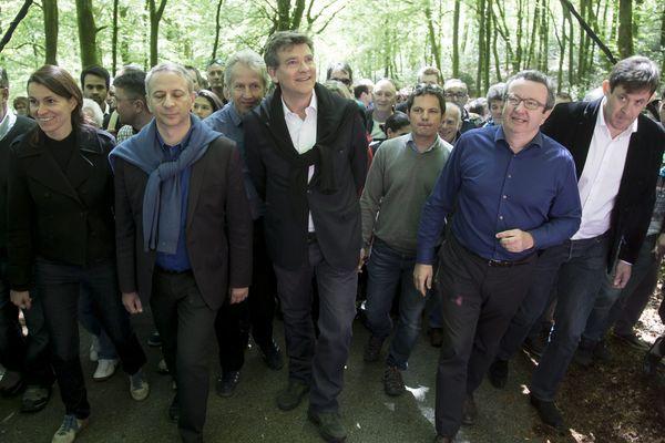 En 2017, Arnaud Montebourg ne réalisera pas sa traditionnelle ascension du Mont Beuvray (ici en 2016 en compagnie notamment d'Aurélie Filipetti, Philippe Baumel (derrière lui), Jérôme Durain, Christian Paul et François Kalfon).