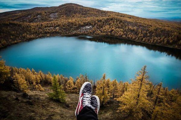 Pour un vacancier italien à Pâques, plus facile de poser ses baskets autour d'un lac d'altitude des alpes françaises ou autrichiennes, qu'italiennes