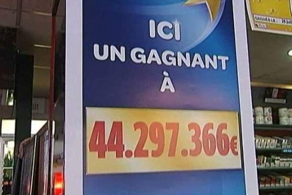 """Le ticket gagnant a été validé au bar-restaurant """"l'Alambic"""" à Montguyon (17)."""