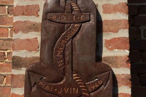 L'insigne de la 4ème DIC à Cagny dans la Somme.