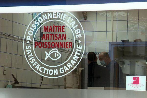 Thuir (Pyrénées-Orientales) - la poissonnerie devant centre de formation avec un maître artisan poissonnier - 2021.
