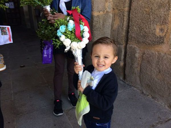 Le buis décoré de meringues, une autre tradition 100% limousine. Samedi 9 avril 2017. Cathédrale de Limoges.