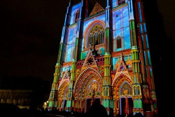 """La """"Nativité"""" est un triptyque de 3,5m², réalisé par Alain Thomas et inspiré du thème religieux de la Nativité"""
