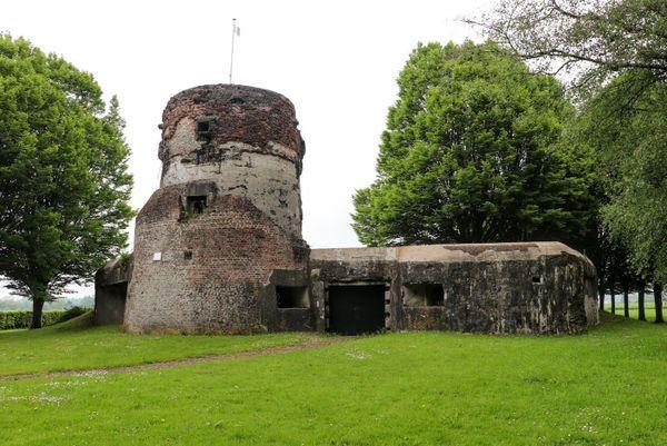 Le fort de la Tour du Moulin sur le front de l'Escaut.