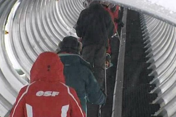 Un tapis-remonte-pente vient d'être mis en place au Lioran pour séduire les débutants
