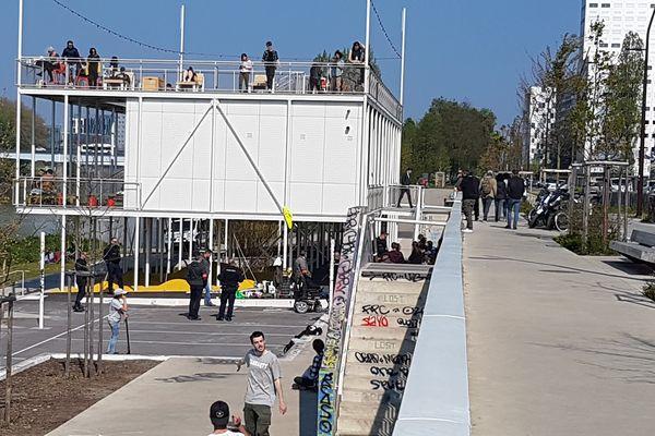C'est près du skate park que 15 personnes qui fabriquaient des banderoles ont été interpellées ce vendredi 12 avril