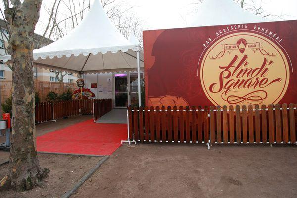 """L'Hindi Square, place Gambetta à Clermont-Ferrand, accueillera les festivaliers (et ceux qui ne le sont pas) tous les jours dans un esprit """"lounge"""". Le projet a été mené par dix-huit étudiants de l'Université d'Auvergne."""