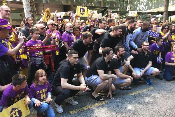 À Barcelone, joueurs et supporters du HBC Nantes unis pour viser un exploit.