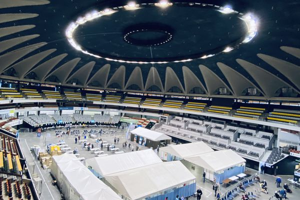 Le Palais des Sports de Gerland, à Lyon, est ouvert 7 jours sur 7 pour le dépistage et la vaccination dans le cadre de la lutte contre la Covid-19.