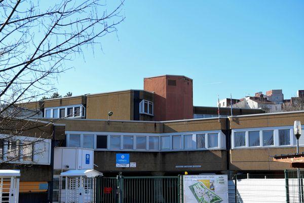 Le lycée de Villefontaine (Isère) où Mila était scolarisée, photographié le 31 janvier 2020.