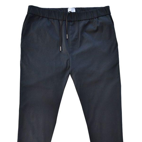 Le pantalon est vendu 120 euros.