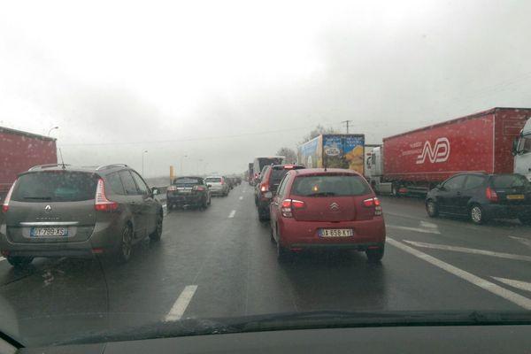 20 kilomètres de bouchon sont signalés en ce début d'après-midi, sur l'A10 au nord de Tours.