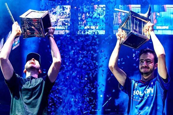 Le tourangeau Airwaks, à droite, porte le trophée du tournoi ProAm.