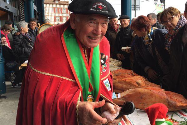 ARCHIVES - La confrérie du jambon de Bayonne à la manœuvre de ce concours -
