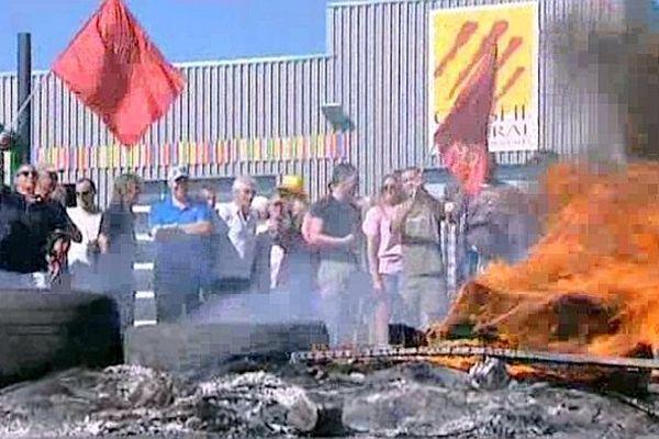 Perpignan - les chauffeurs de cars scolaires en grève reconductible - 13 juin 2013.