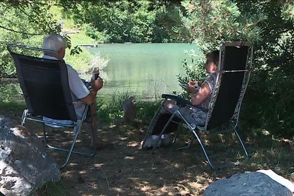 Une eau à 20° et un air extérieur à 27° à midi, les plaisirs simples du lac Saint-Apollinaire.