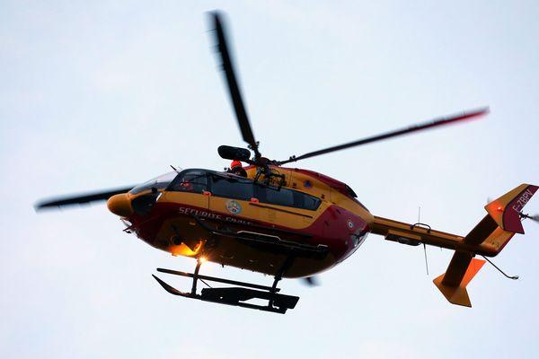 Un accident s'est produit vers 11 heures ce samedi matin dans le sens Bourg-Dijon, dans le secteur de Dole. Une fille de 16 ans a été éjectée du véhicule où elle se trouvait.