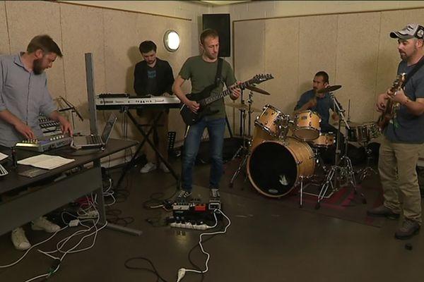Le groupe Groundswell Bass Dub en répétition à Caen, au Cargö avant leur concert du 26 mai.