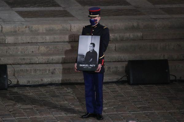 Hommage à Samuel Paty aux Invalides à Paris le 21 octobre 2020
