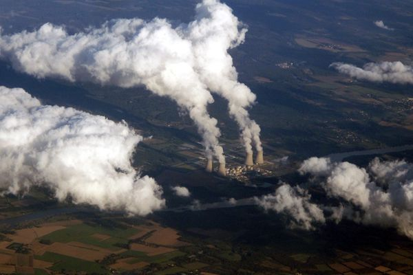 Vue aérienne de la centrale nucléaire de Dampierre-en-Burly, dans le Loiret. Son réacteur numéro 4 subira un arrêt fin février 2021 pour maintenance.