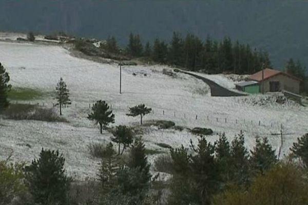 24 mai 2013 ... de la neige sur le plateau ardéchois (Saint-Cirgues-en-Montagne)