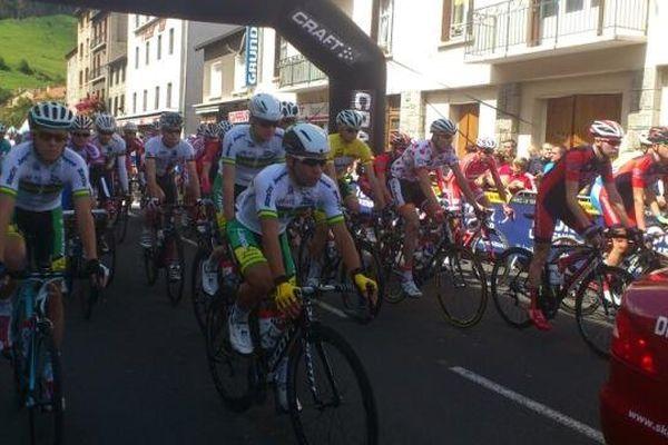 Les 21 équipes ont pris le départ de Saint-Flour (Cantal) à 13h30.