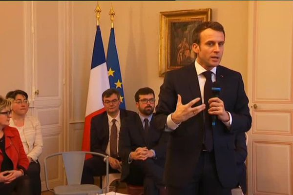 Le président de la République échange avec les parlementaires et les maires des communes chefs-lieux de canton de Saône-et-Loire jeudi 7 février 2019