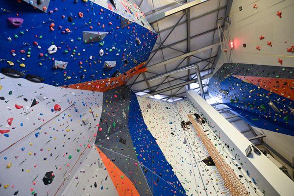Quatre scouts ont battu le record du monde de la plus haute tour de Kapla au monde le 26 juin 2021 à Mulhouse (Haut-Rhin).
