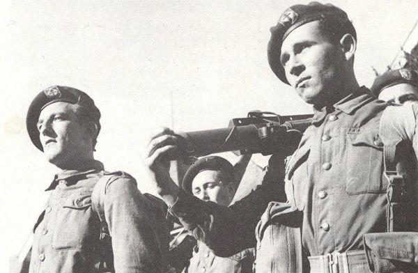 Adrien Magnier à droite, membre du commando Kieffer