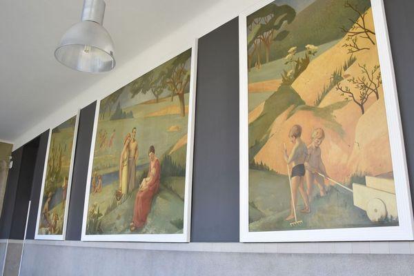 Les peintures de Roger Casse accrochées à l'entrée de la maternité de Nancy(Meurthe-et-Moselle).