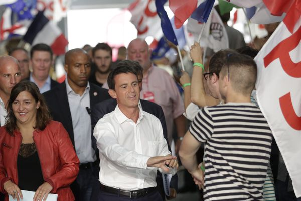 Le 30/08/2015 La Rochelle France Université d'Eté du Parti Socialiste Jean-Christophe Cambadélis, premier secrétaire du PS, Manuel Valls, premier ministre, Laura Slimani (veste rouge), Présidente des Jeunes Socialistes.