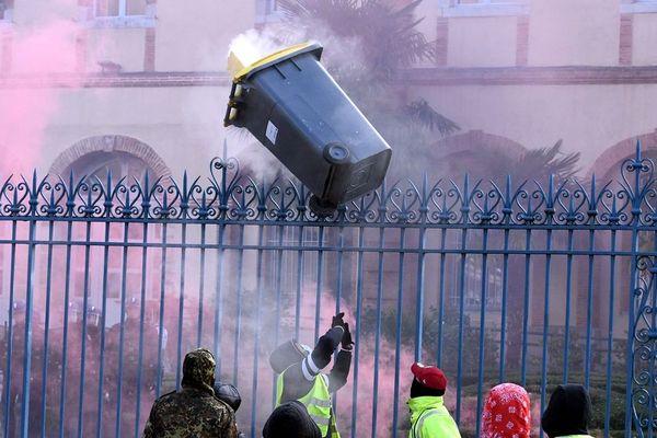 Des casseurs ont semé la panique à Tarbes samedi 1er décembre.