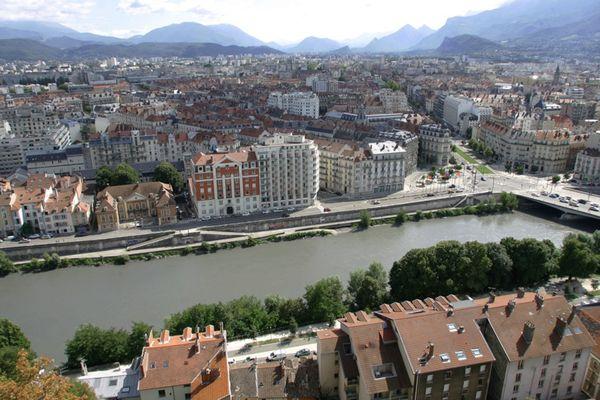 Inondée, la voie sur berge de Grenoble a été fermée à la circulation. (Illustration)