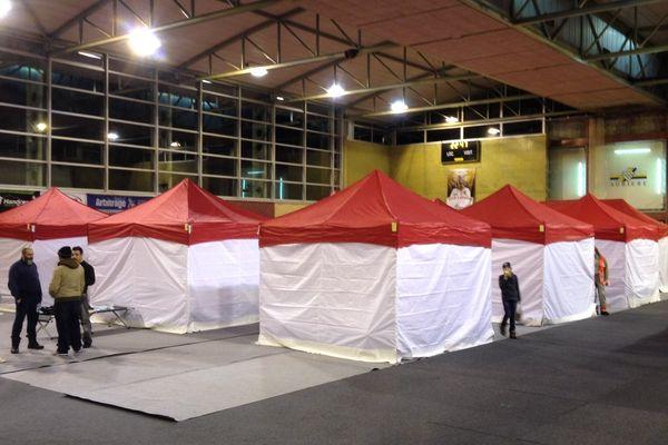 """Le gymnase du complexe sportif d'Aubière (63) a été réquisitionné pour une semaine, dans le cadre du plan """"grand froid""""."""