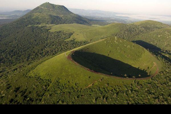 Le week-end prolongé de l'Ascension, du 21 au 24 mai, est l'occasion de profiter de sites en Auvergne à moins de 100 km de chez soi. Voici quatre idées pour redécouvrir les paysages auvergnats.