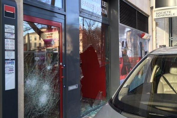 A Nîmes, les banques du boulevard Victor Hugo ont été prises pour cible par les casseurs lors de la manifestation du 12 janvier.