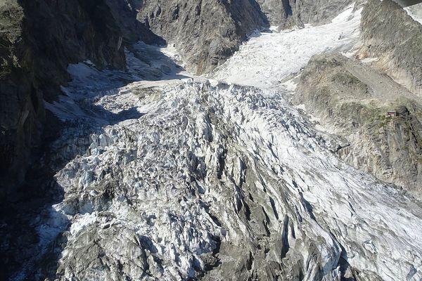 Vue du glacier Planpincieux du Val d'Aoste (nord-ouest de l'Italie), qui menace de s'effondrer