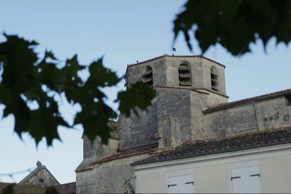 Sonnac est situé au sud-est de St-Jean-d'Angély et compte un peu plus de 500 habitants.