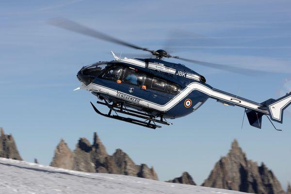 C'est le Peloton de Gendarmerie de Haute Montagne des Hautes-Alpes qui a secouru les skieurs
