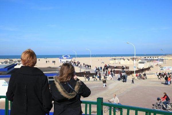D'avril à octobre prochain, stationner le long de la plage de Ouistreham-Riva-Bella pourrait être payant.