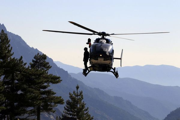 Illustration / Comme sur cette photo prise en 2015 au même endroit, l'hélicoptère de la gendarmerie s'est rendu sur place pour l'extraction du corps