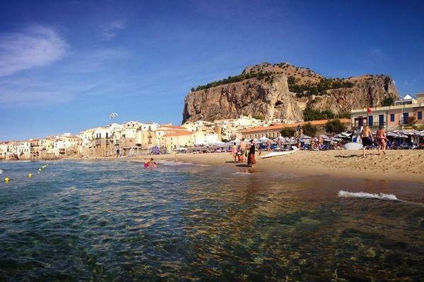 Cefalù/ La Sicile a de nombreux atouts touristiques à faire valoir, et elle ne compte pas s'en priver, coronavirus ou pas