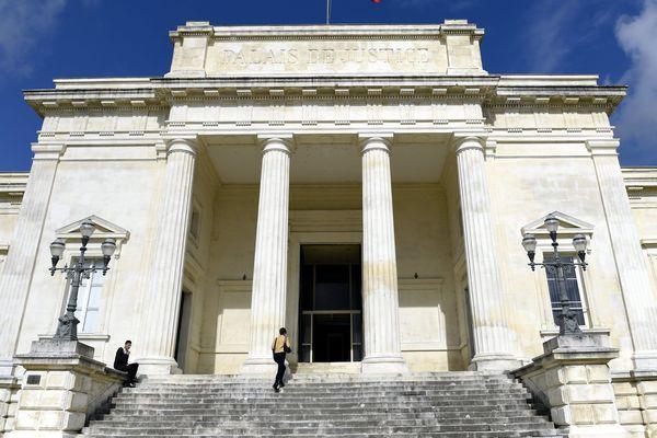 Le procès de Joël Le Scouarnec se tient à huis clos devant les assises de la Charente-Maritime à Saintes.