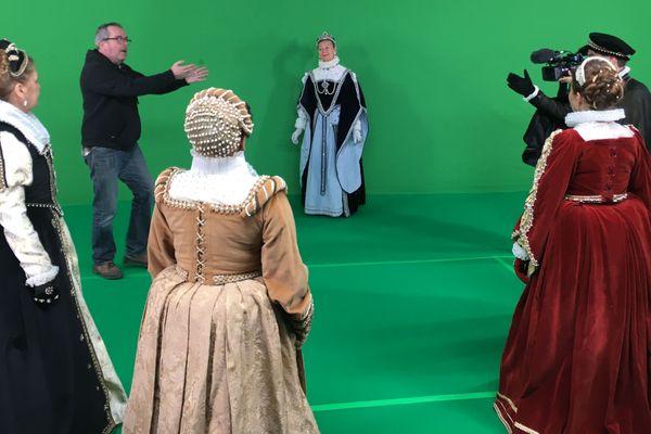 Joseph Cristiani, metteur en scène du nouveau spectacle son et lumière, pendant le tournage sur fond vert à Vitry-sur-Seine